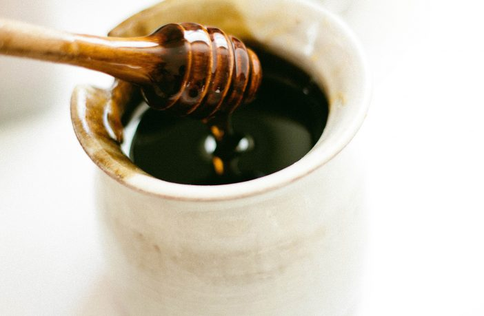 Fake honey vs local raw organic honey